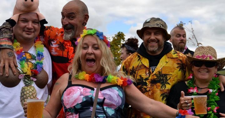 Hawaiian Fancy Dress theme at Farmer Phil's Festival 2015